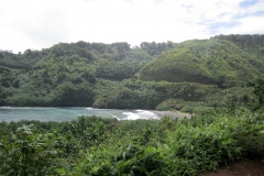 Black beach road to Hana